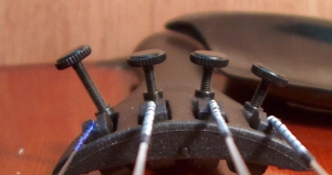 Bruit d'une mécanique de cordier d'un violon.